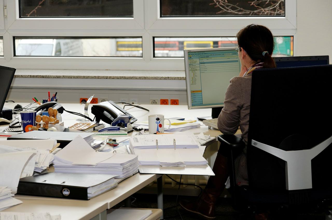Comment identifier les formations pour devenir secrétaire ?